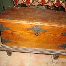 Antigüedades: ANTIGUA ARCA ARCON MADERA 100X100 ORIGINAL CON SU LLAVE ORIGINAL. Lote 48428002