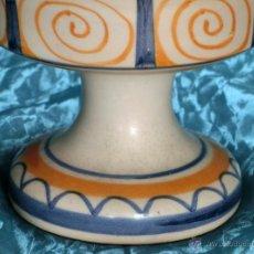 Antigüedades: BONITO CANDELERO DE CERÁMICA DE TALAVERA. SELLADO Y EN LA BASE. CANDELABRO - TOLEDO. PINTADO A MANO. Lote 48436960