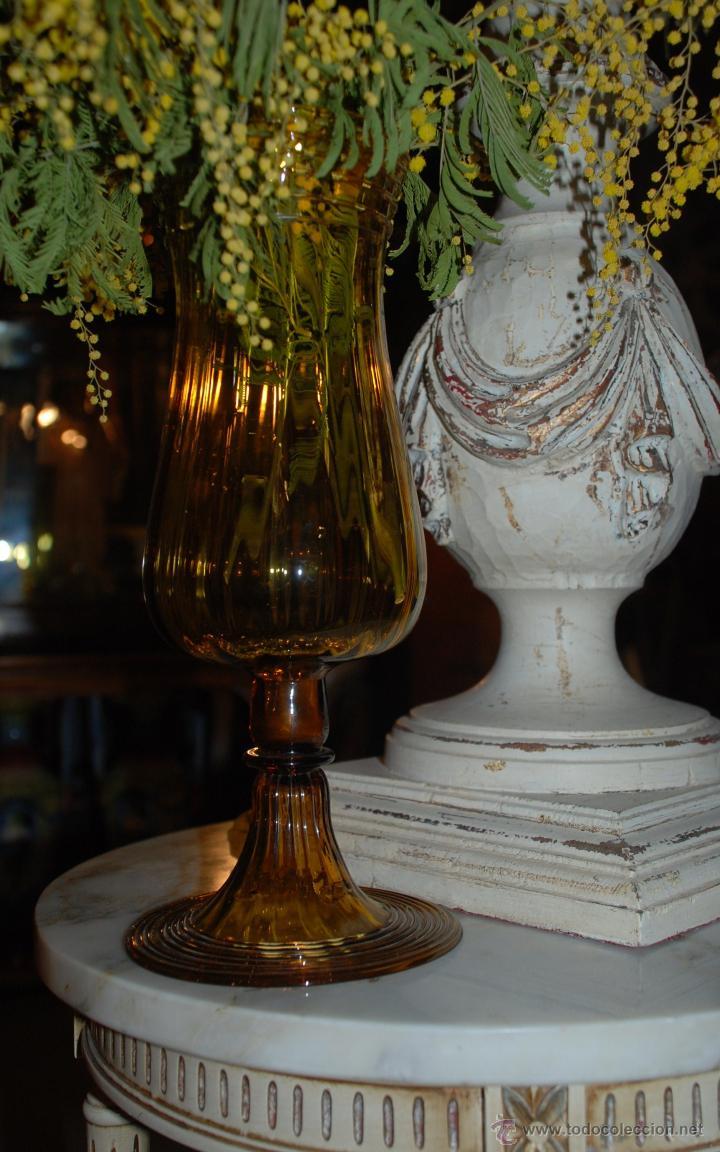 Antigüedades: PRECIOSA COPA FLORERO DE CRISTAL ÁMBAR - Foto 2 - 48455985
