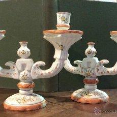Antigüedades: CANDELABROS EN LOZA DE ALCORA.. Lote 48463772