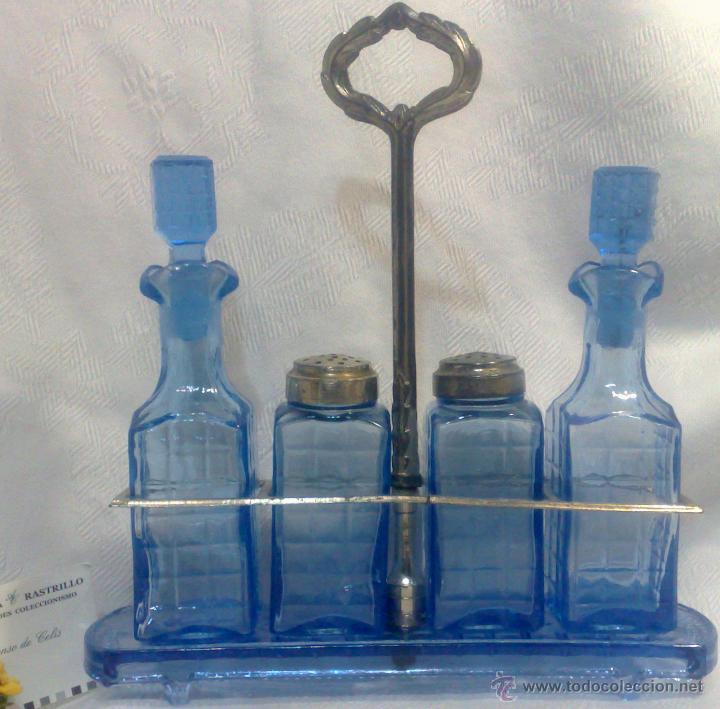 SIGLO XIX-XX. ANTIGUO SERVICIO DE MESA COMPLETO EN CRISTAL AZUL . (Antigüedades - Cristal y Vidrio - Otros)