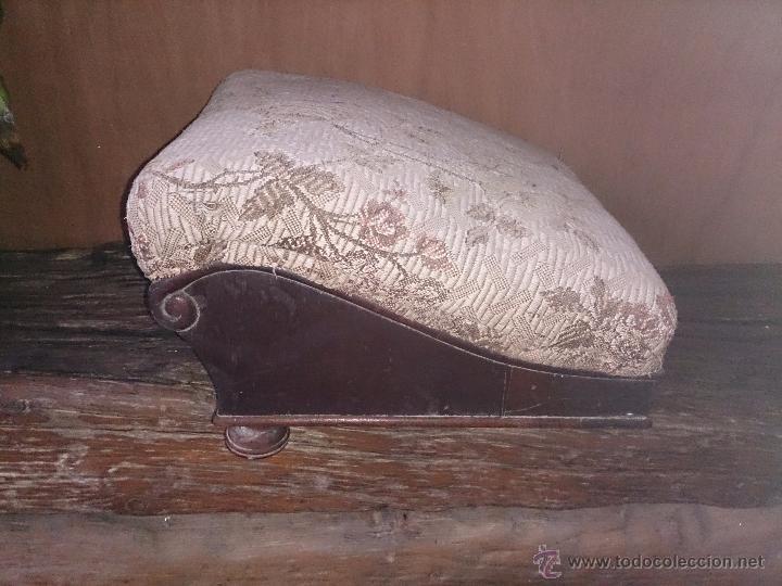 REPOSAPIES ANTIGUO LEER (Antigüedades - Muebles Antiguos - Auxiliares Antiguos)