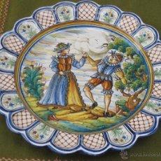 Antigüedades: PLATO GRANDE EN CERAMICA PINTADA Y VIDRIADA DE TALAVERA DE LA REINA.. Lote 48494607