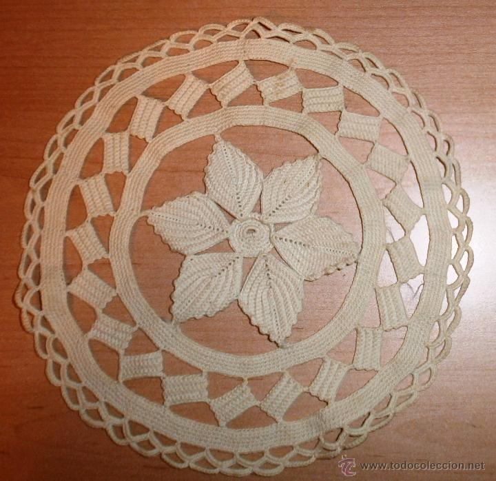 Antigüedades: Tapete beige hecho a mano - Ganchillo - Hilo grueso - 21cm - Foto 2 - 48500574