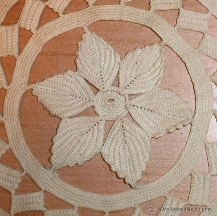 Antigüedades: Tapete beige hecho a mano - Ganchillo - Hilo grueso - 21cm - Foto 3 - 48500574