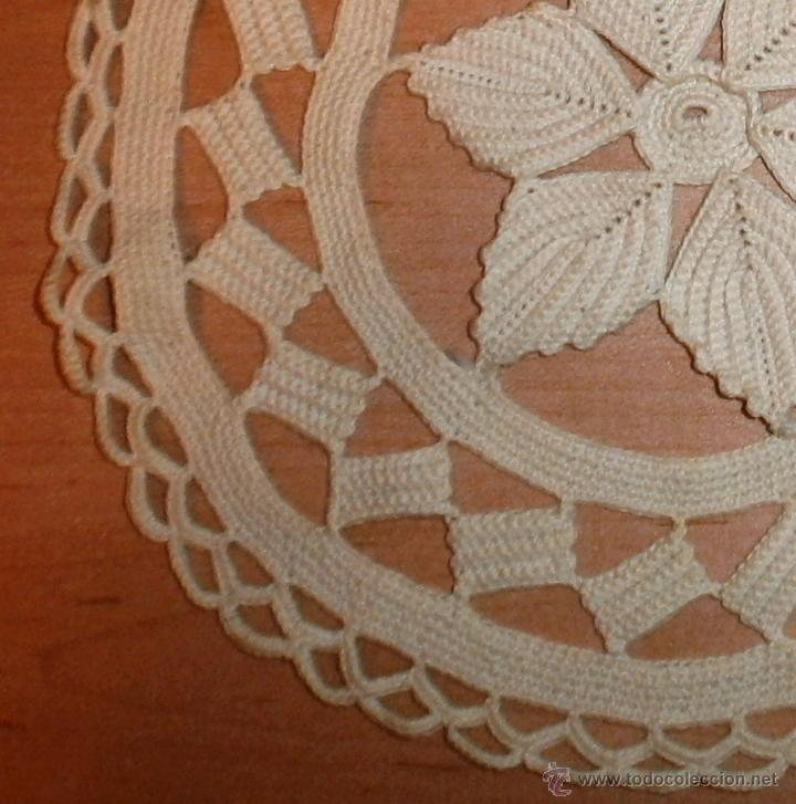Antigüedades: Tapete beige hecho a mano - Ganchillo - Hilo grueso - 21cm - Foto 4 - 48500574