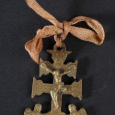 Antigüedades: ANTIGUA CRUZ DE CARAVACA EN BRONCE. Lote 48518738