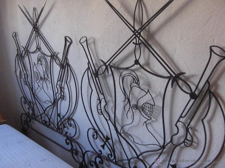 Antigüedades: cama de hierro pequeña o cabecero con motivos quijotescos - Foto 2 - 48521145