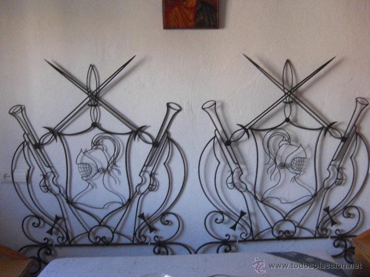 Antigüedades: cama de hierro pequeña o cabecero con motivos quijotescos - Foto 3 - 48521145