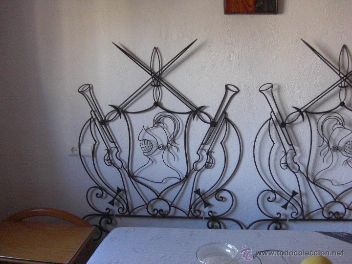 Antigüedades: cama de hierro pequeña o cabecero con motivos quijotescos - Foto 4 - 48521145