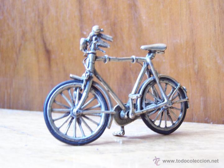 Antigüedades: Minucioso trabajo de orfebreria. Bicicleta en minietura en plata de ley. Dimensiones, 6,5 cm. - Foto 4 - 48522601