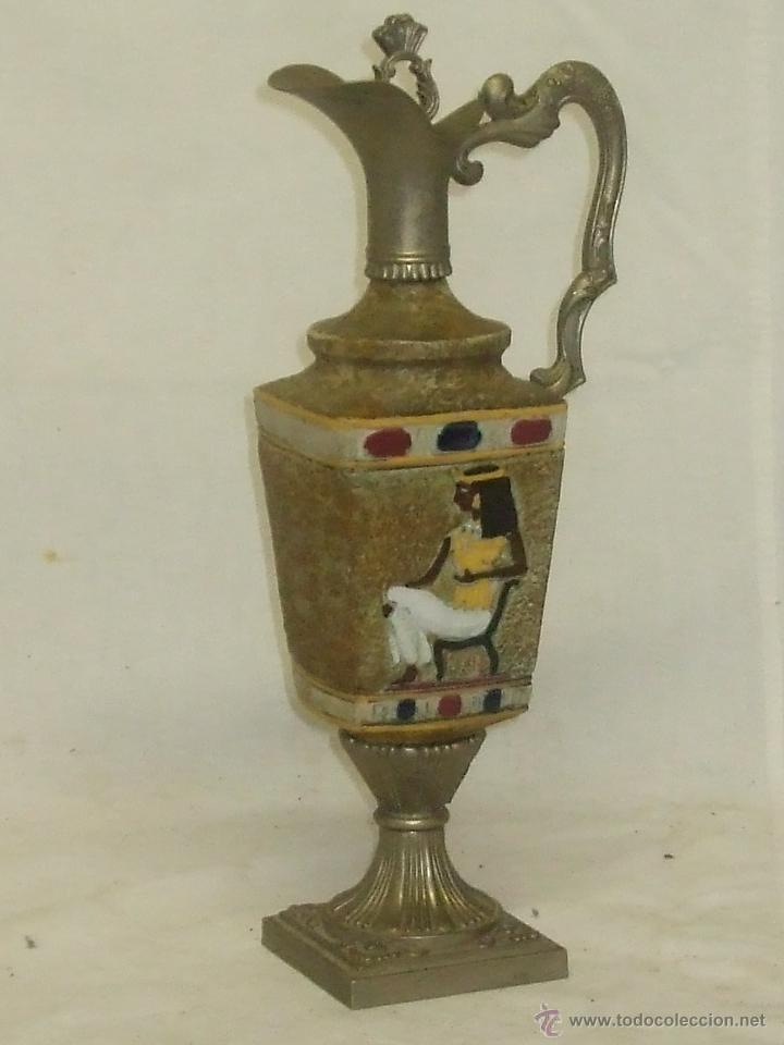 JARRÓN CON DECORACIÓN EGIPCIA. (Antigüedades - Hogar y Decoración - Otros)