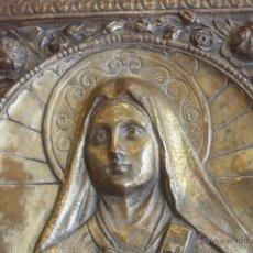 Antigüedades: CUADRO DE METAL DE SANTA TERESITA EN RELIEVE. Lote 48568311