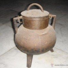 Antigüedades: ANTIGUA OLLA DE HIERRO O POTE GALLEGO. CON ASA.. Lote 48575040