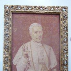 Antigüedades: S.S PÍO X. TAPIZ DE PRINCIPIOS DE SIGLO XX CON MARCO DE ÉPOCA.. Lote 48583049