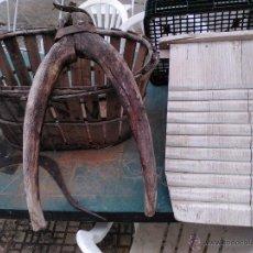Antigüedades: LOTE YUGOS,HOZ Y LAVADERO MADERA.. Lote 48595399