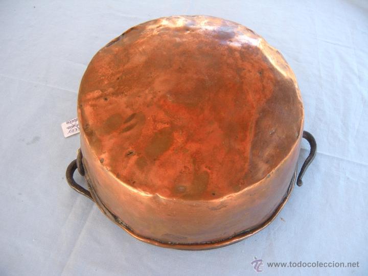 Antigüedades: ANTIGUA CALDERA DE COBRE CON ASA DE HIERRO FORJADO - Foto 2 - 48600496