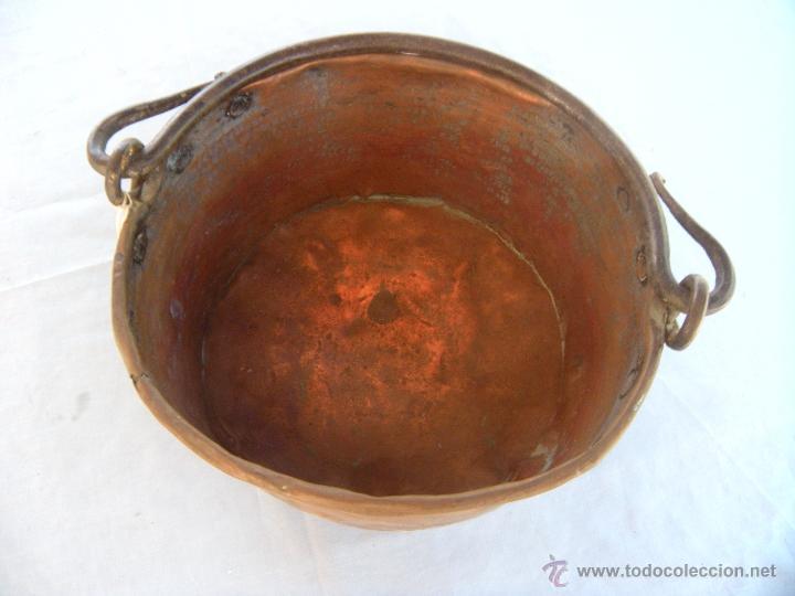 Antigüedades: ANTIGUA CALDERA DE COBRE CON ASA DE HIERRO FORJADO - Foto 3 - 48600496