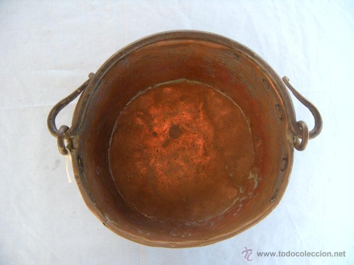 Antigüedades: ANTIGUA CALDERA DE COBRE CON ASA DE HIERRO FORJADO - Foto 6 - 48600496