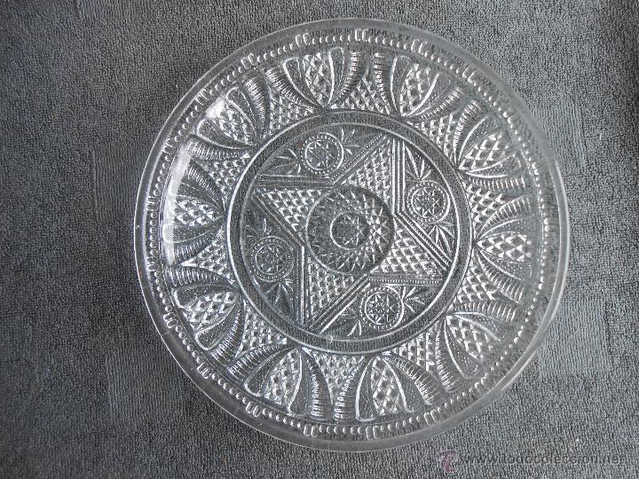 ANTIGUO PLATO DE VIDRIO MOLDADO, POSIBLEMENTE SANTA LUCIA. CARTAGENA. 24CM (Antigüedades - Cristal y Vidrio - Santa Lucía de Cartagena)