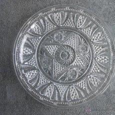 Antigüedades: ANTIGUO PLATO DE VIDRIO MOLDADO, POSIBLEMENTE SANTA LUCIA. CARTAGENA. 24CM. Lote 48619501