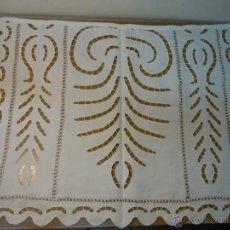 Antigüedades: TAPETE ANTIGUO DE ALGODON CON BORDADOS RICHELIEU. Lote 48670335