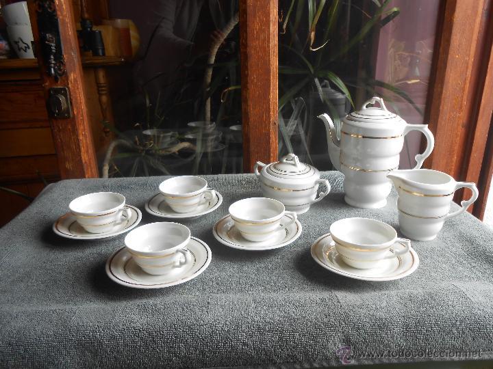 ANTIGUO JUEGO DE CAFÉ, PORCELANA BLANCA Y DORADA. SANTA CLARA DE VIGO (Antigüedades - Porcelanas y Cerámicas - Santa Clara)
