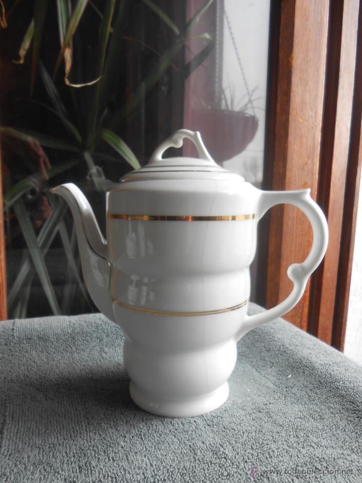 Antigüedades: ANTIGUO JUEGO DE CAFÉ, PORCELANA BLANCA Y DORADA. SANTA CLARA DE VIGO - Foto 2 - 48670610