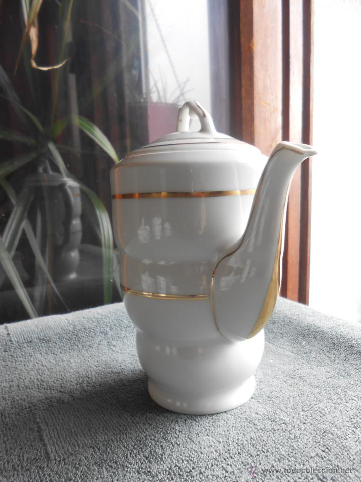 Antigüedades: ANTIGUO JUEGO DE CAFÉ, PORCELANA BLANCA Y DORADA. SANTA CLARA DE VIGO - Foto 4 - 48670610
