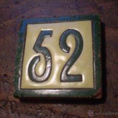 Antigüedades: ANTIGUO PEQUEÑO AZULEJO O LOZA PARA FACHADAS.Nº 52.CERAMICA SANTA ANA? TRIANA.SEVILLA.AÑOS 40.. Lote 48692160