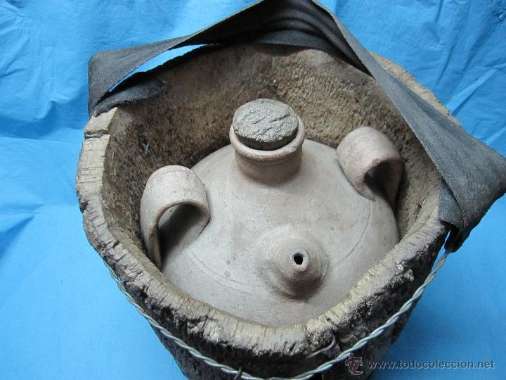 ANTIGUO BUCARO BOTIJO PORRON PIEZA DE MUSEO ETNOGRAFICA CON AISLANTE CORCHO (Antigüedades - Porcelanas y Cerámicas - Otras)