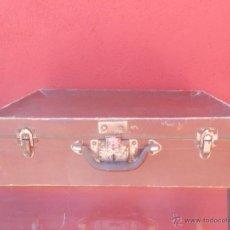 Antigüedades: ANTIGUA MALETA DE CARTÓN MARRÓN.. Lote 48708396