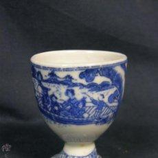 Antigüedades: HUEVERA COQUETIER PORCELANA IMPRESA AZUL JAPÓN FFS S XIX PPIOS XX 6X4,6CMS. Lote 48711228