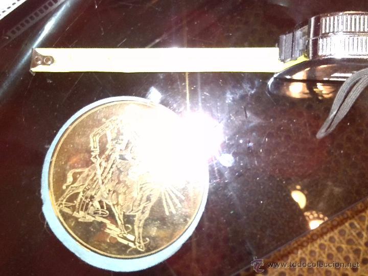 Antigüedades: Espectacular polvera dorada con grabado del torero Manolete. - Foto 4 - 43228273