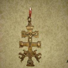 Antigüedades: MAGNIFICA Y ANTIGUA CRUZ DE CARAVACA EN BRONCE S.XVIII. Lote 48719110