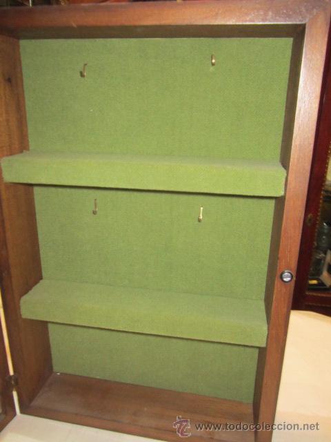 pequea vitrina para miniaturas exterior de madera interior forrado de tela x x cms