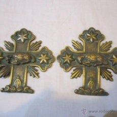 Antigüedades: ANTIGUA CRUZ CON ESCUDO RELIGIOSO EN BRONCE, CON CORDERO. 9 X 9 CMS.. Lote 57307047
