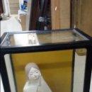 Antigüedades: MARAVILLOSA GEISHA JAPONESA DE CASCARA DE HUEVO EN SU PROPIA VITRINA. Lote 48753585