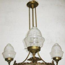 Antigüedades: ELEGANTE LAMPARA ESTILO ISABELINA EN METAL DORADO IDEAL SALON DECORACION CLASICA O VINTAGE. Lote 48793651