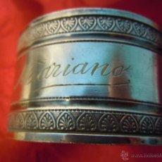 Antigüedades: SERVILLETERO ANTIGUO METAL PLATEADO GRABADO CON EL NOMBRE - MARIANO -. Lote 48837890