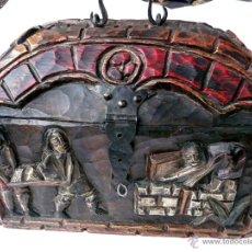 Antigüedades: PEQUEÑO BAUL ANTIGUO DE MADERA TALLADA A MANO. Lote 48839825
