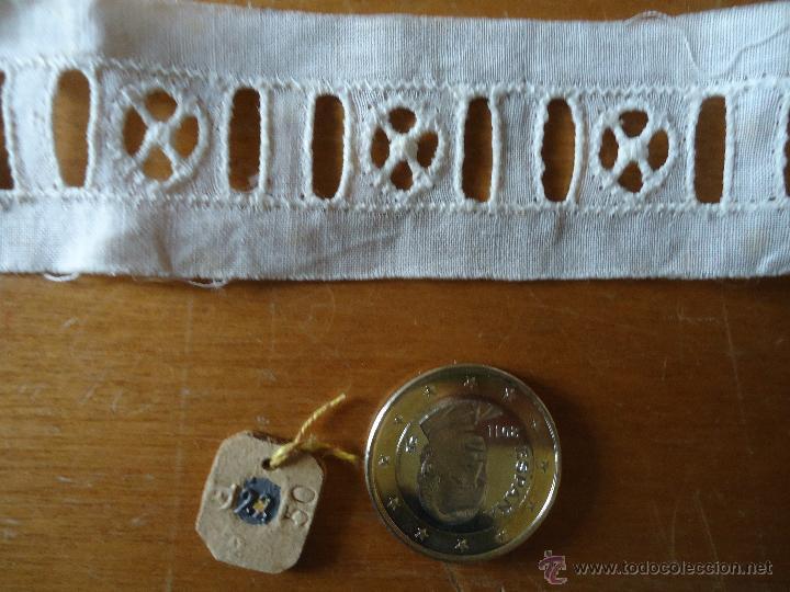 Antigüedades: antigua tira bordada entredos para insertar lazo ideal para confecciones, antigua original 121 cm - Foto 2 - 48854455