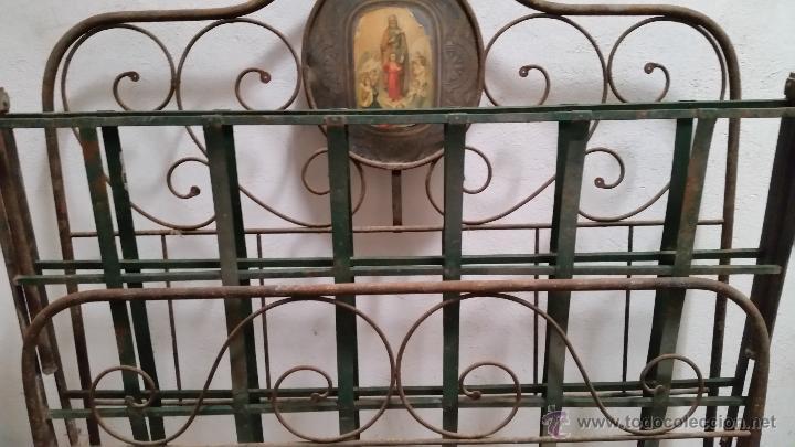 Antigüedades: Antigua cama isabelina de forja artesanal sin soldaduras, todo echo a mano con remaches preciosa - Foto 3 - 48854725