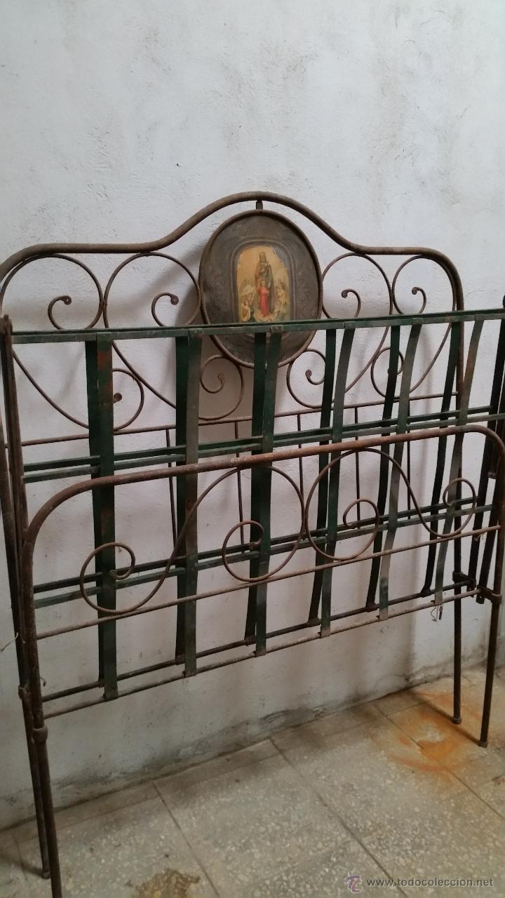 Antigüedades: Antigua cama isabelina de forja artesanal sin soldaduras, todo echo a mano con remaches preciosa - Foto 5 - 48854725