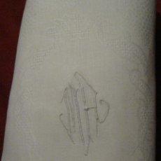 Antigüedades: ANTIGUO MANTEL DE ALGODÓN ADAMASCADO CON INICIALES BORDADAS PPIO. S. XX. Lote 54210639