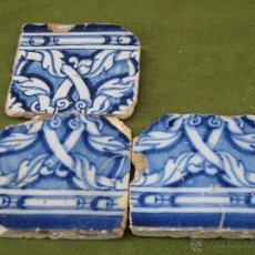 Antigüedades: LOTE DE TRES AZULEJOS ANTIGUOS DE TALAVERA / TOLEDO. SIGLO XVI. AZULEJO.. Lote 48865564