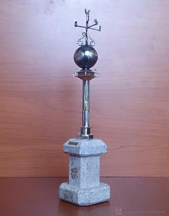 Antigüedades: Original escultura de reloj en plata de ley sobre peana de mármol , esfera de bronce y cristal . - Foto 4 - 48891065