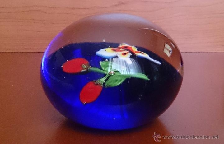 Antigüedades: Magnífico pisapapeles en cristal de murano con mariposa y flores en el interior . - Foto 5 - 48891912