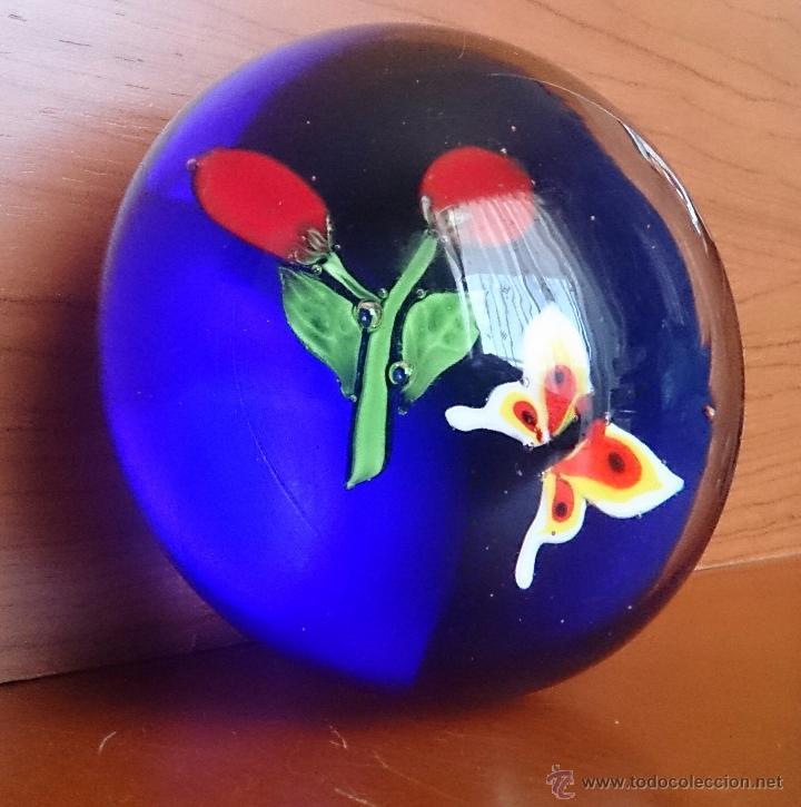 Antigüedades: Magnífico pisapapeles en cristal de murano con mariposa y flores en el interior . - Foto 8 - 48891912