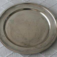 Antigüedades: ANTIGUA BANDEJA EN METAL PLATEADO – 32 CM DIAMETRO. Lote 48895683